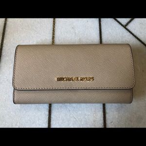 Micheal Kors Large Trifold Wallet